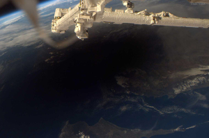 20060329ISSから見た月の影