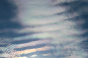20171125波状雲の彩雲