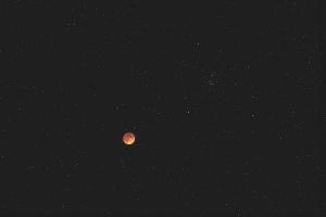 20180131皆既中の月とプレセペ星団