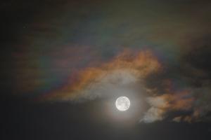 20180629満月と彩雲