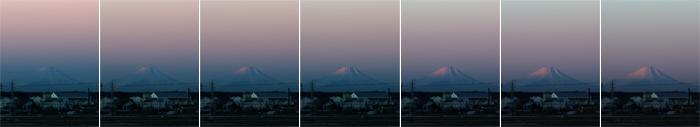 朝の富士山と地球影