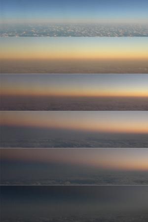 飛行機からの地球影
