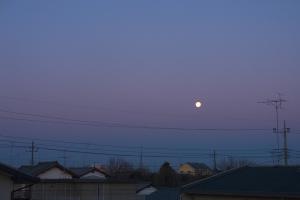 地球影と沈む満月