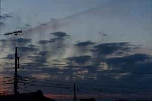20210214日没後の尾流雲