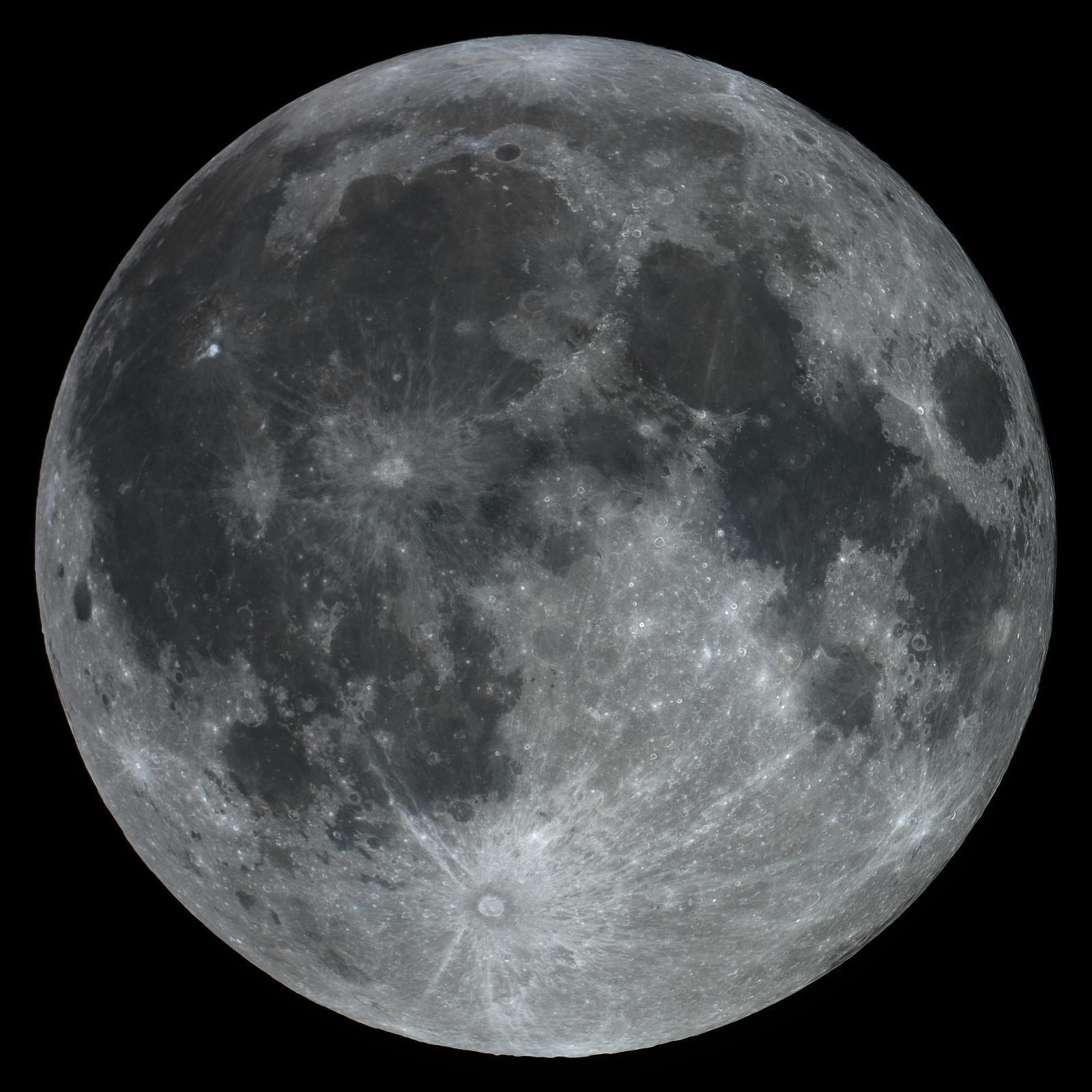 20201130-2058半影月食後の月